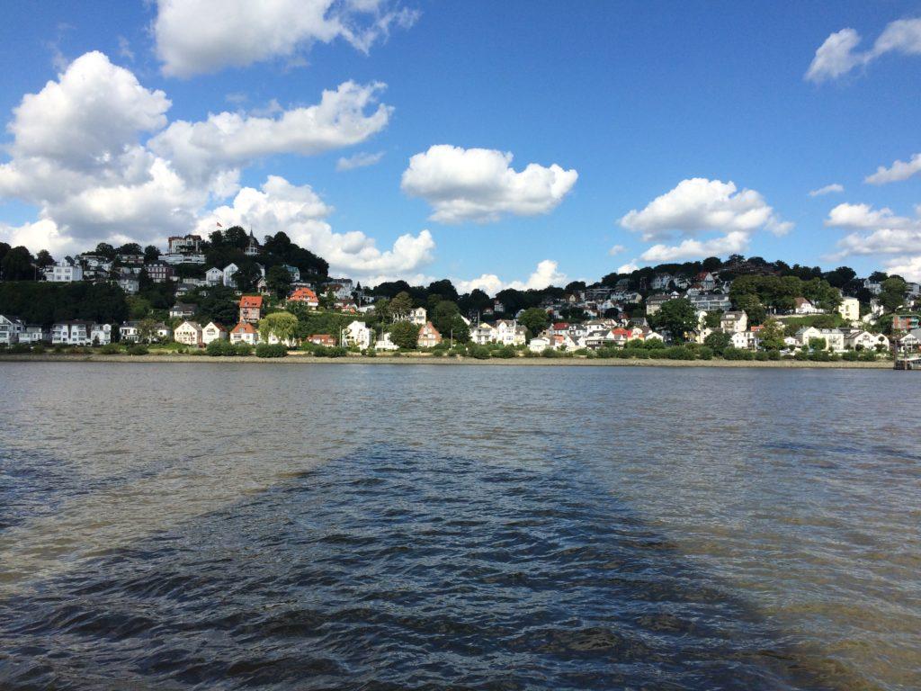 Hamburg Blankenese vom Wasser aus